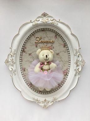 Quadrinho com ursinha princesa vestida de bailarina! Fundo em linho floral. Uma graça para decorar o quartinho...Pode ser personalizado com o nome do bebê...