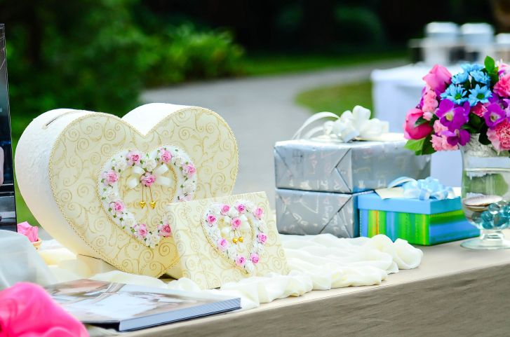 Gifting 9 Wedding Gift Etiquette Rules To Go By