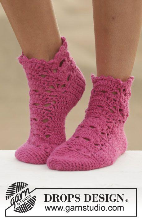 """Heklet DROPS sokk i 1 tråd """"Big Fabel"""" eller 2 tråder """"Fabel"""" med blondemønster. Str 35-43. ~ DROPS Design"""