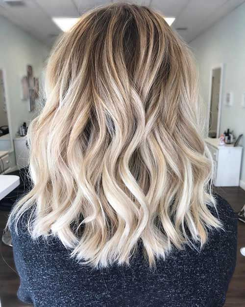 35 Amazing Short To Medium Length Hairstyles We Like Compromises In Terms Of Hair This Is Linked In 2020 Short Wavy Hair Medium Length Hair Styles Mid Length Hair