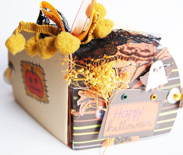Happy halloween mini book -imaginisce-