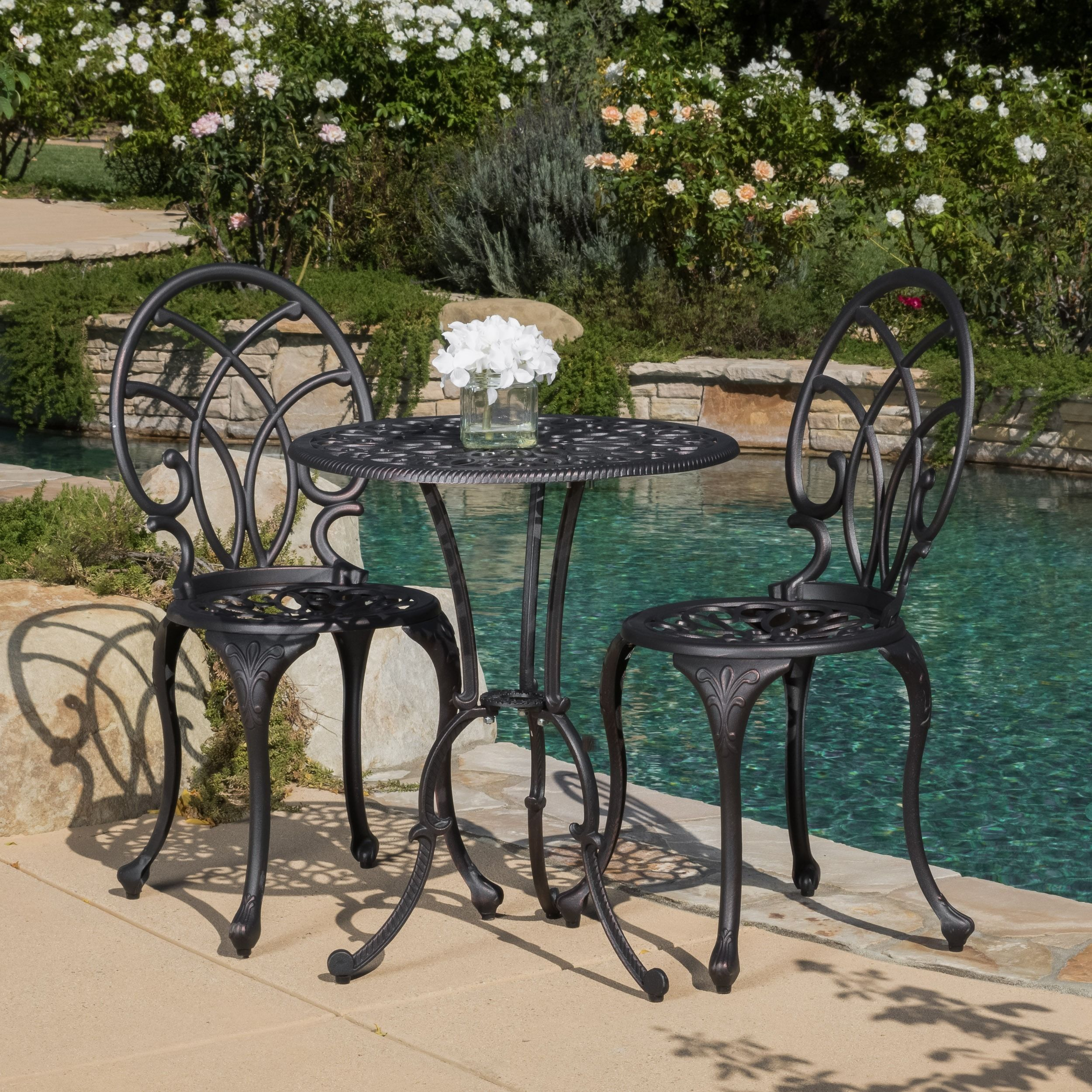 This Frenchstyle outdoor bistro set will lend classy