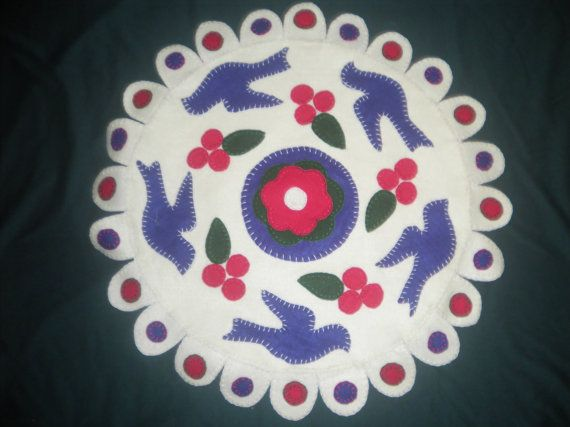 Felt Hand Sewn Appliqued Centerpiece Table Decor by anncraftcorner, $15.00