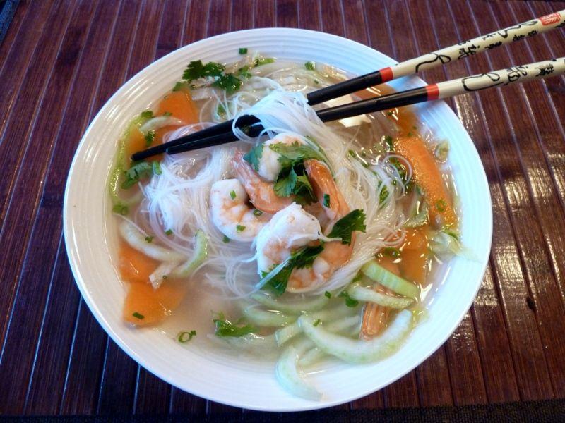 soupe vietnamienne aux crevettes et vermicelles de riz. Black Bedroom Furniture Sets. Home Design Ideas