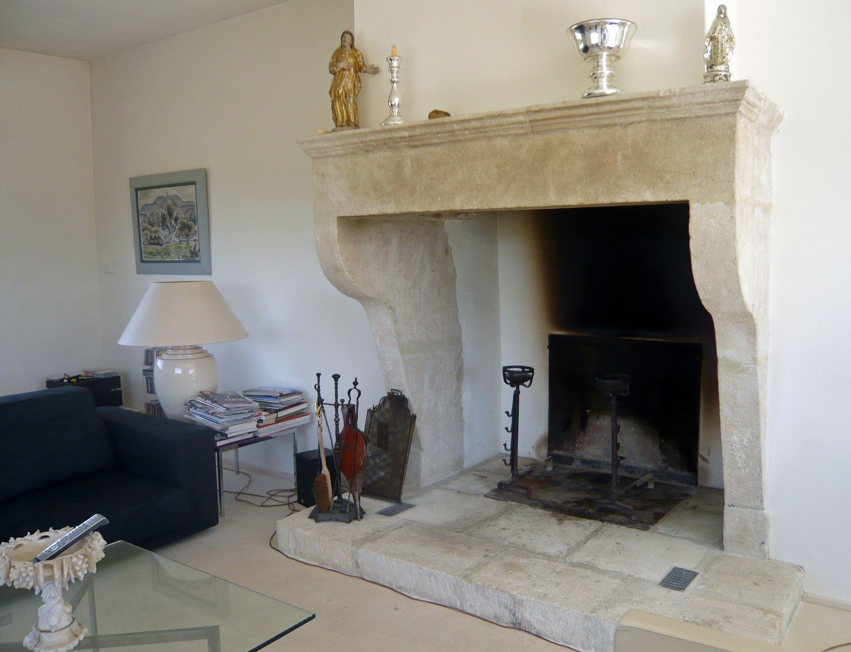 ancienne cheminee en pierre de style