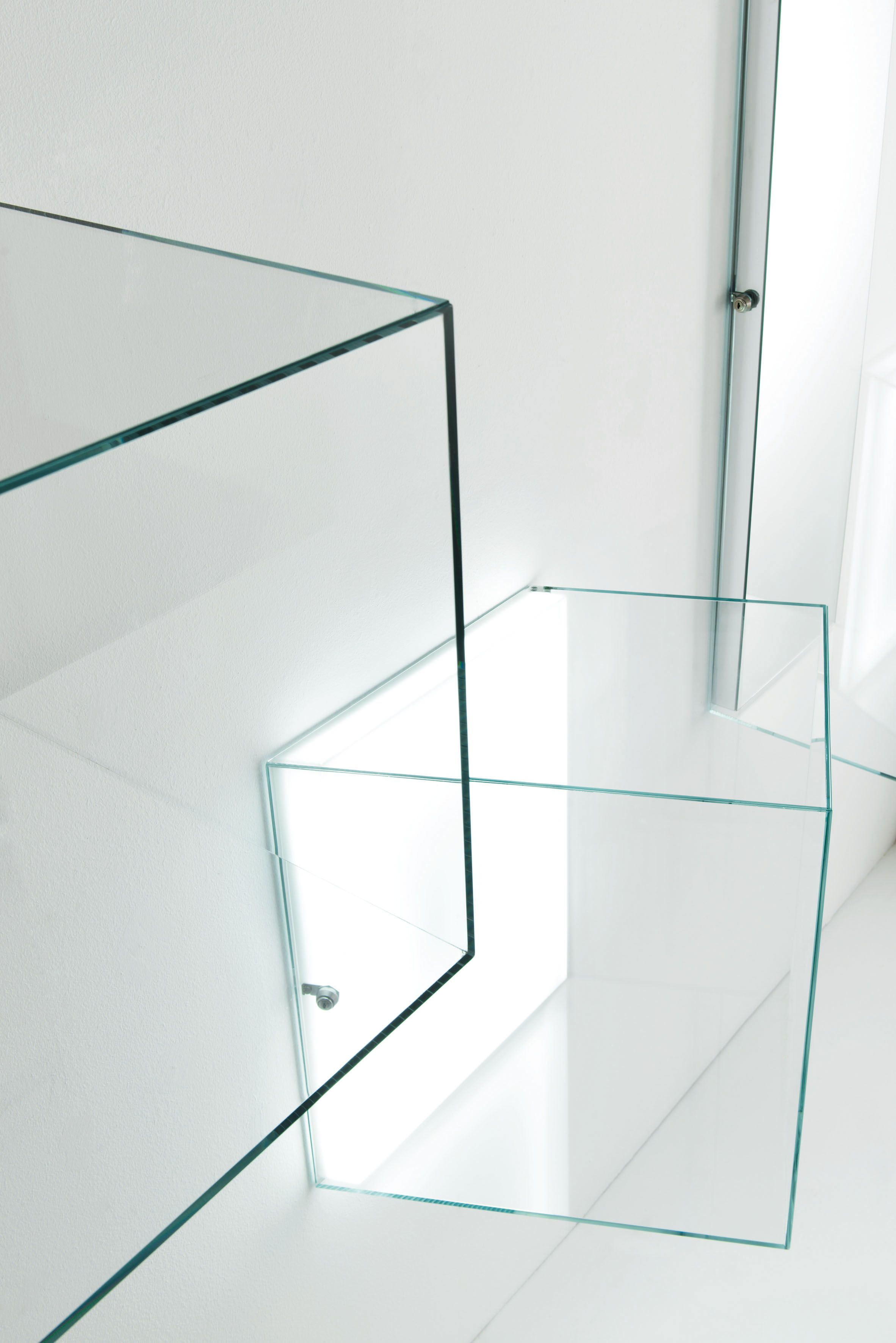 Display Glas Heigh Ho Design Piero Lissoni Aerial Hanging Display Cases In