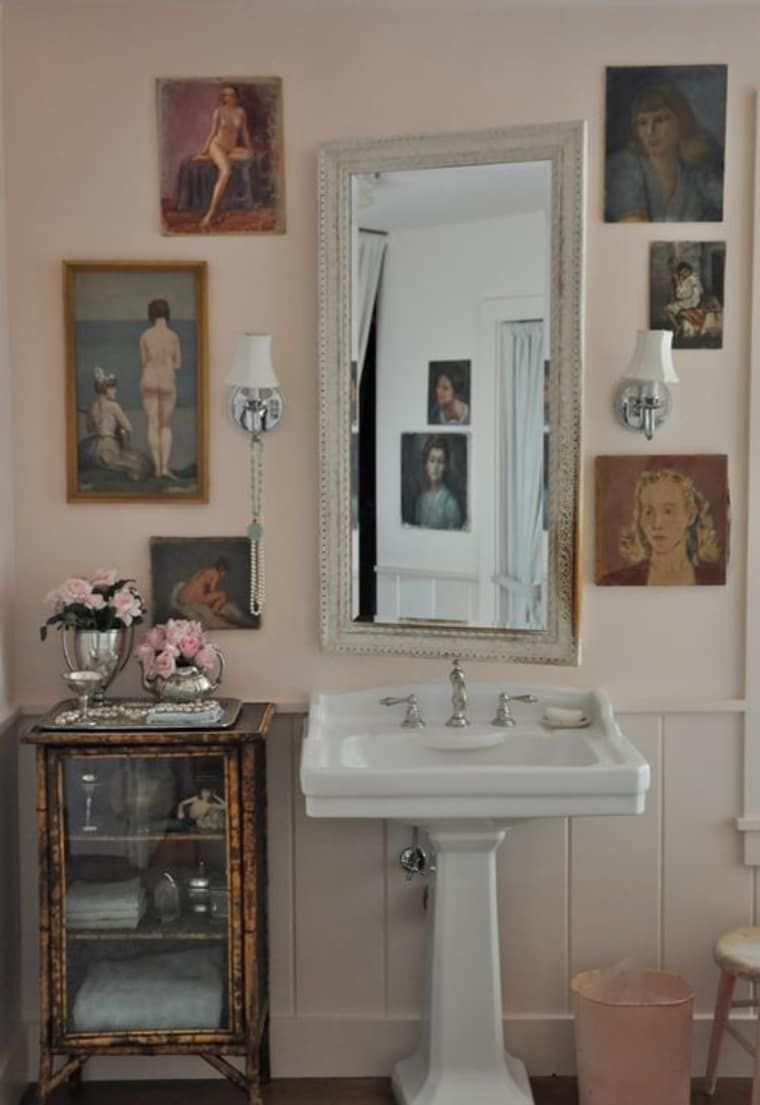 Calling All Renters Easy Reversible Ways To Add Style To Your Bathroom This Weekend Pink Bathroom Shabby Chic Bathroom Rental Bathroom