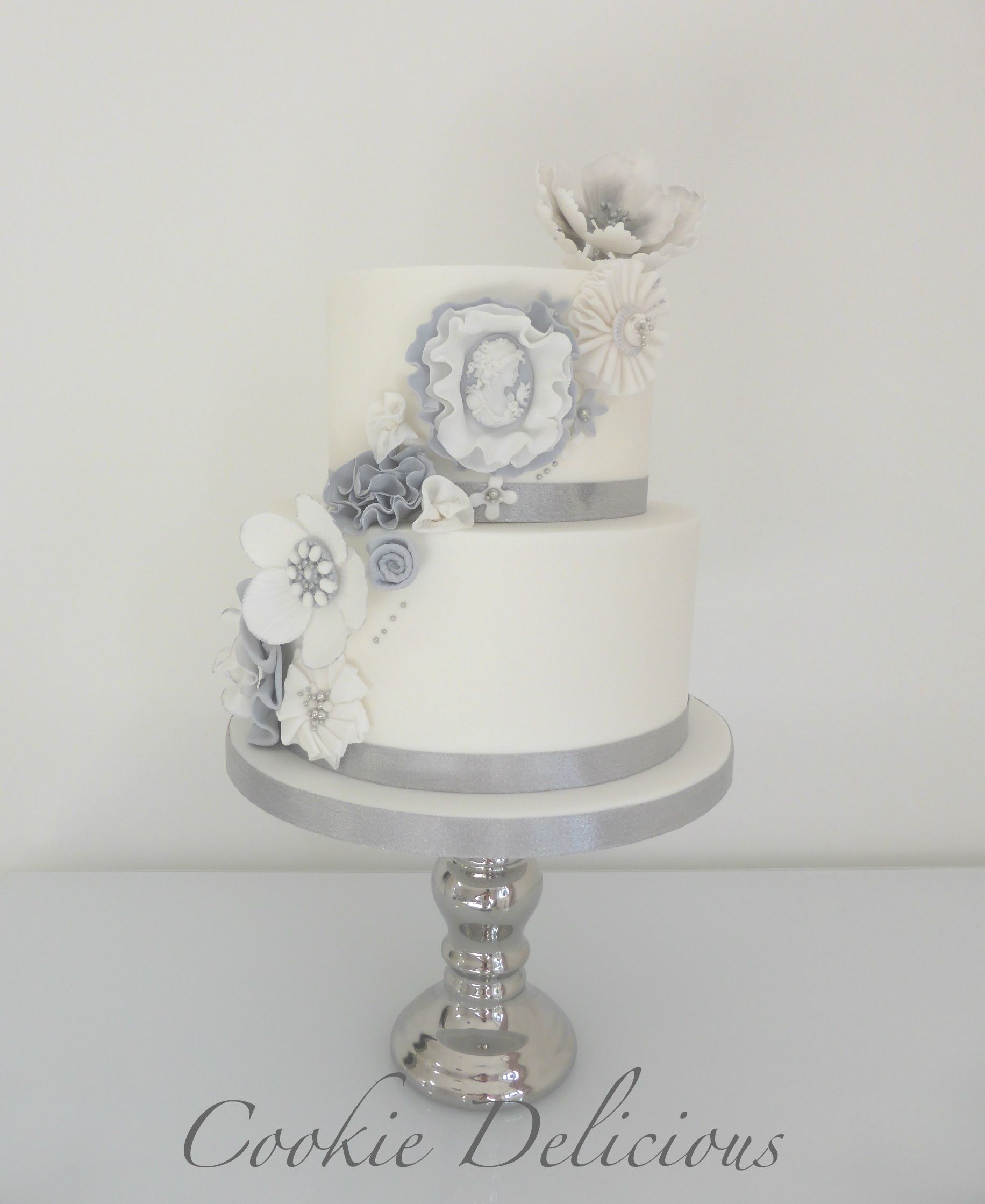Florence} www.cookiedelicious.co.uk White & Silver Wedding cake ...
