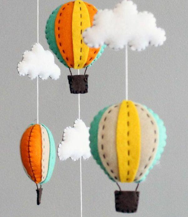 baby mobile selber basteln mobile babybett filz gasballons wolken - babyzimmer orange grn