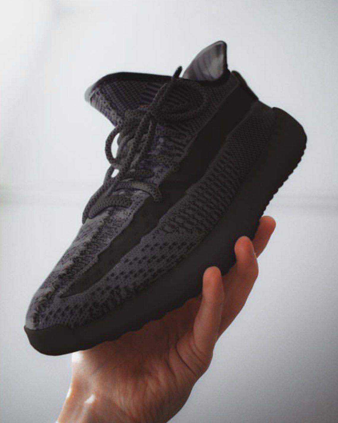 Modern Notoriety On Twitter Yeezy All Black Sneakers Modernnotoriety