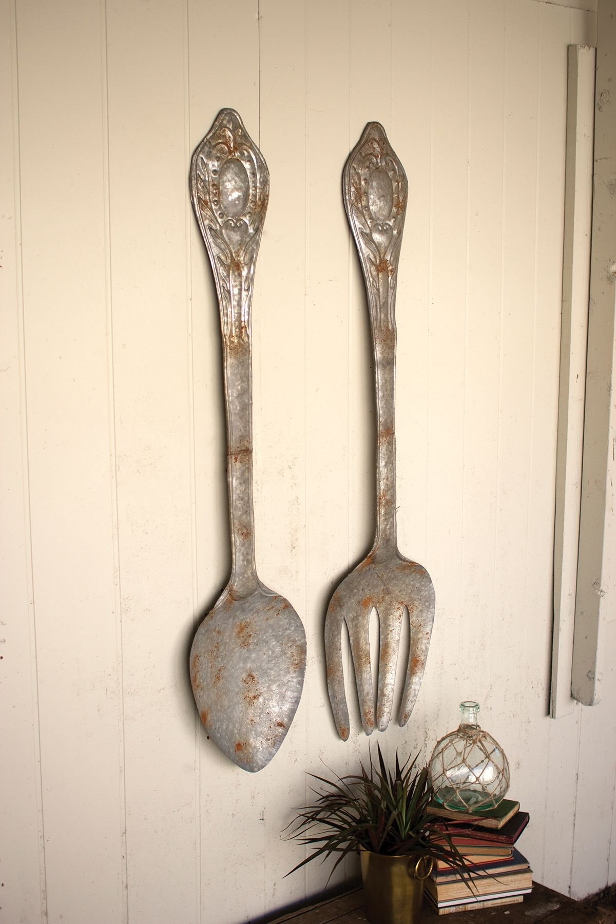 Home Accents Fork And Spoon Wall Decor Set Of 2 With Images Fork Spoon Wall Decor Kitchen Wall Decor Forks And Spoons
