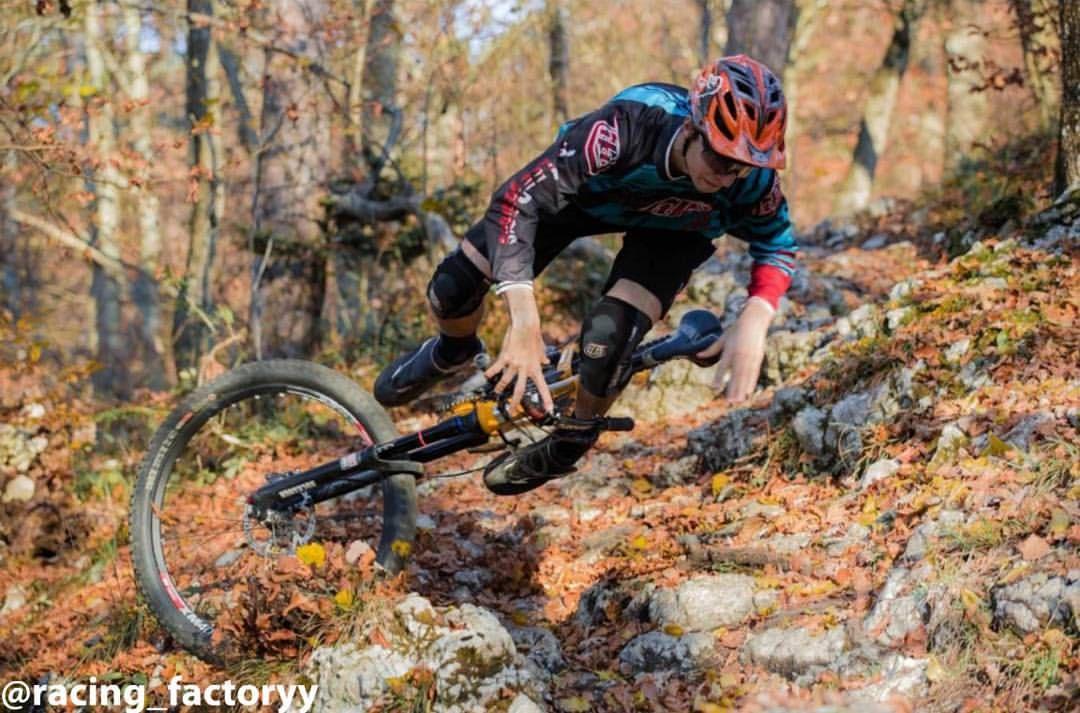 986263d0570 @robinschaub goes wild 😂 #mtb #bikeporn #sick #awesome #new #downhill  #crash #sram #rockshox #pike #enduro