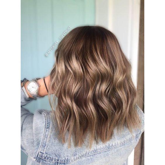 Frisuren für schulterlanges gewelltes Haar , #F... - #Frisuren #für #gewellt...