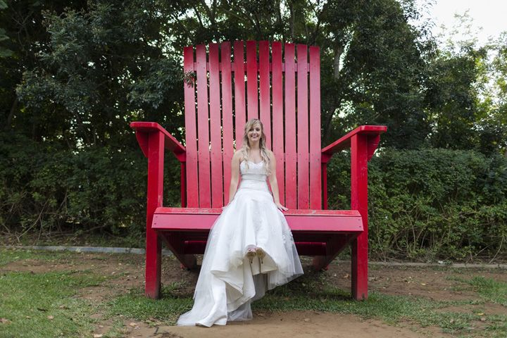 Giant chair - fun wedding photo at Hunter Valley Garden | itakeyou.co.uk #wedding #classicwedding #pinkwedding #weddingreception #huntervalleywedding #australiawedding #destinationwedding