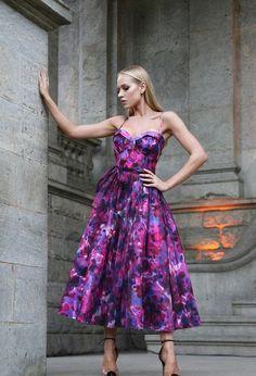 Vestido de festa midi: 90 vestidos para casamentos, formaturas e eventos sociais -   17 style Feminino festa ideas