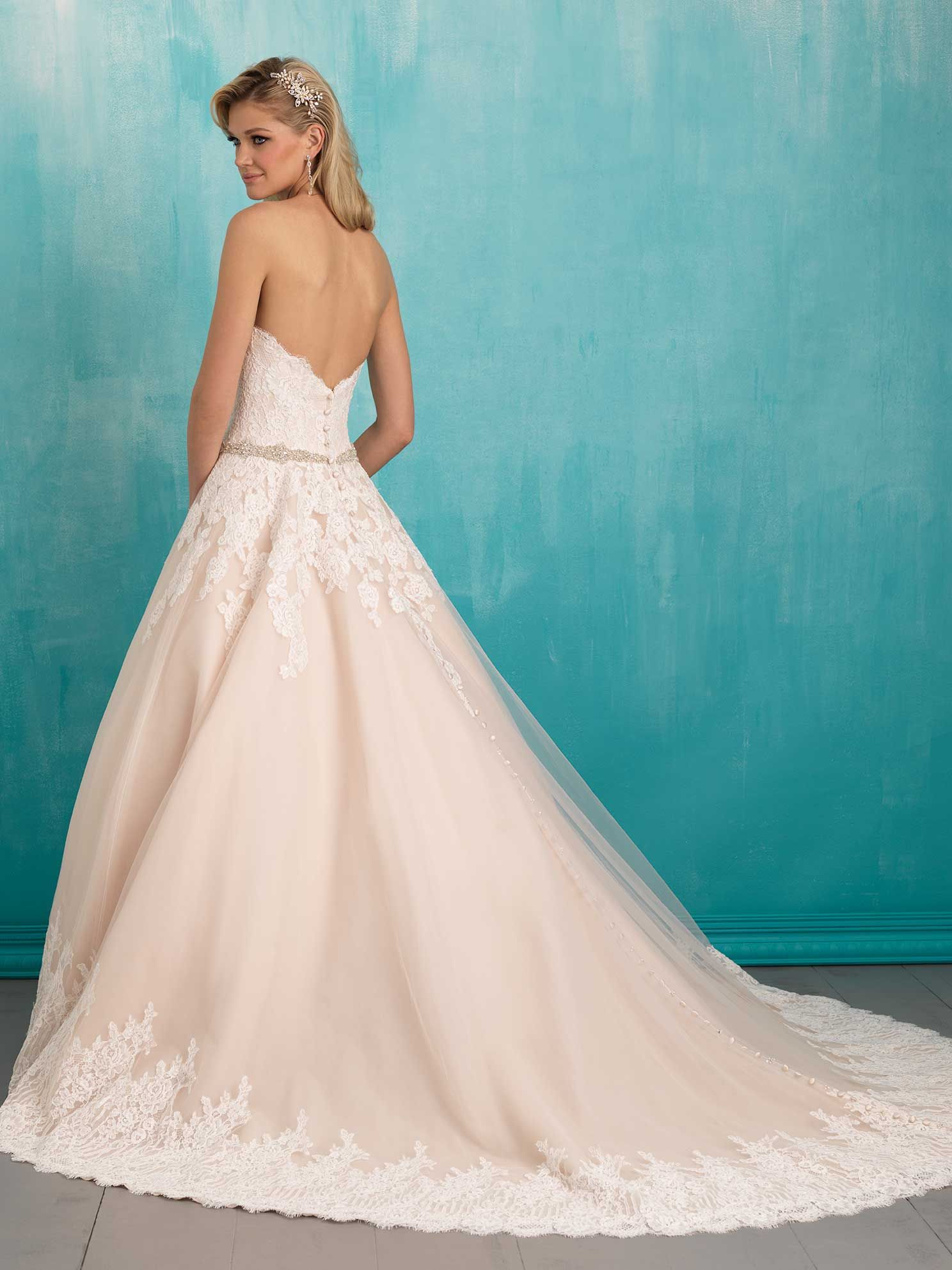 3 D\'Anelli\'s Allure #9319, $1,686- LOVE the old-school-looking lace ...