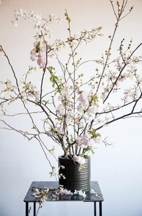 Pin by haijilin on H 花艺 in 2020 Cherry blossom vase