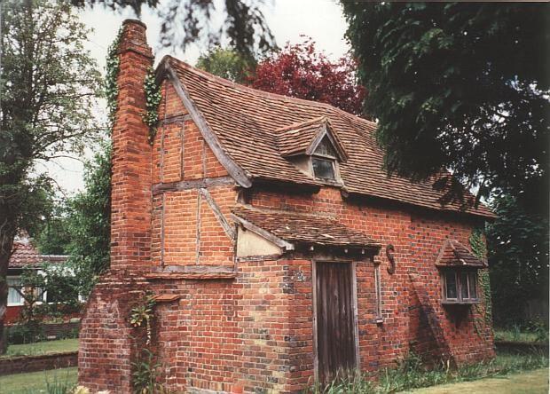 Small cottage frogs island hemel hempstead road 17th for Brick cabin
