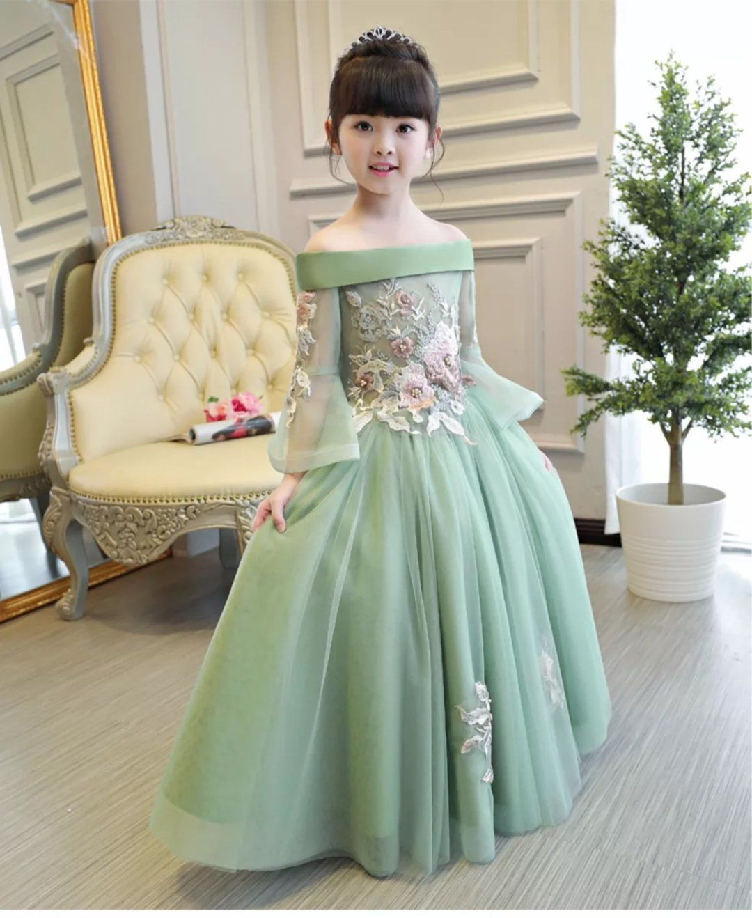 f2ec5f951 Princes Dresses Girls Embroidered Flowers Dress Department Name:Children  Gender:Girls Material:Mesh