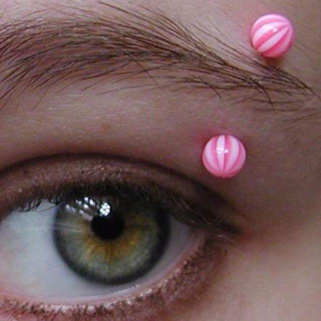 Eyebrow piercing barbell