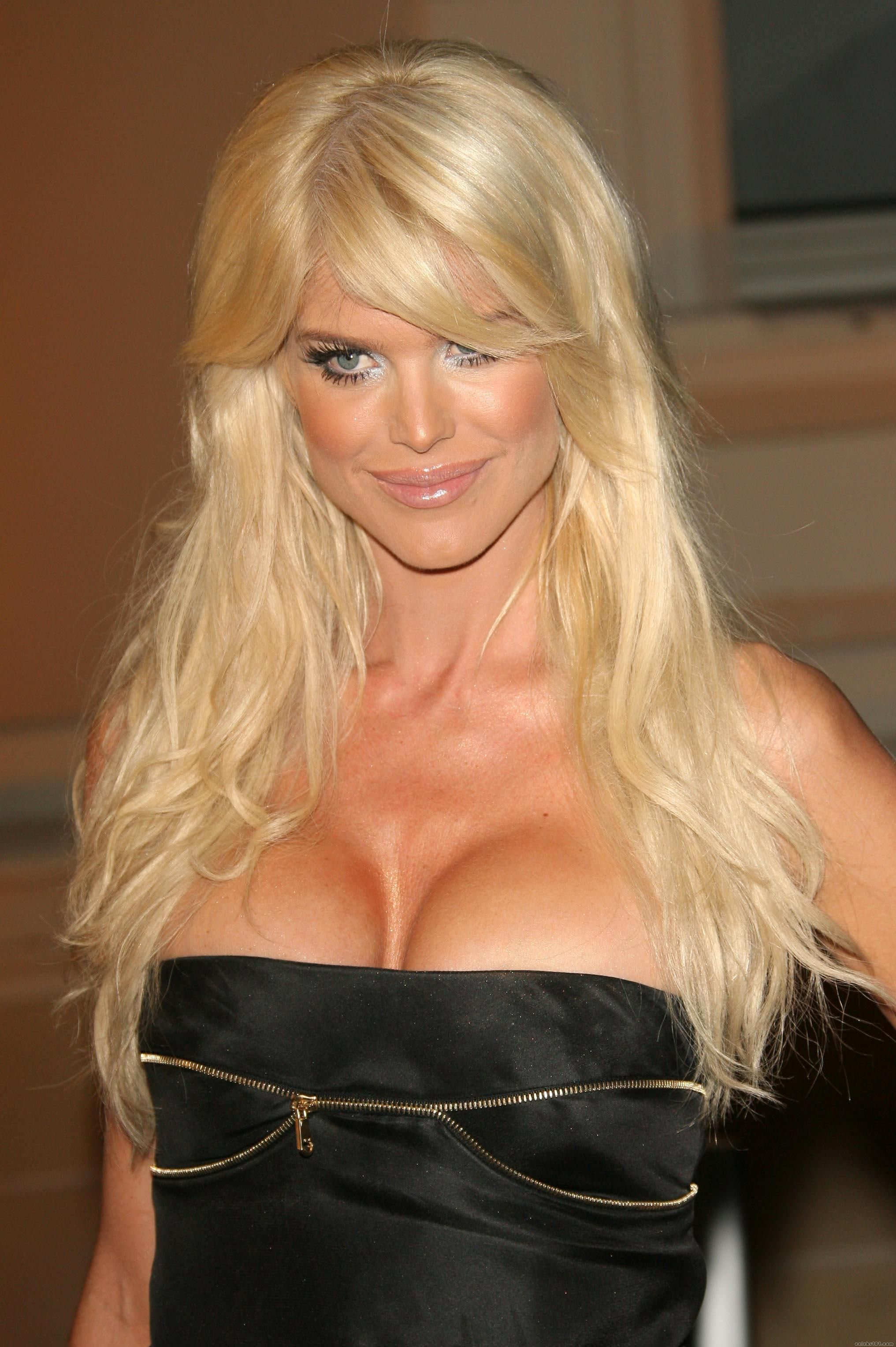 Cleavage Victoria Silvstedt nudes (64 photo), Tits, Is a cute, Twitter, legs 2015