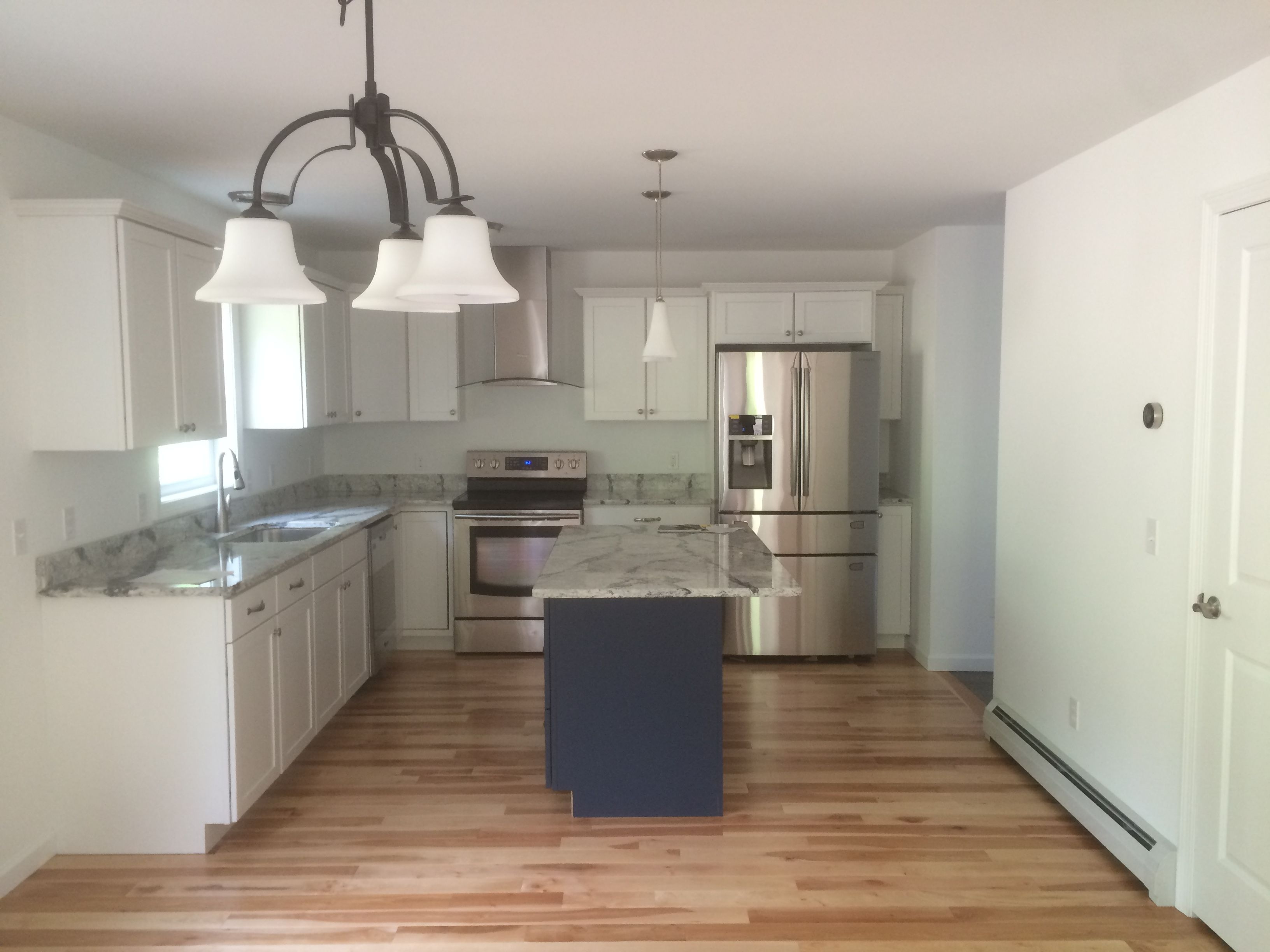 Best Cambria Seagrove Countertops With Yellow Birch Wood Floors 640 x 480