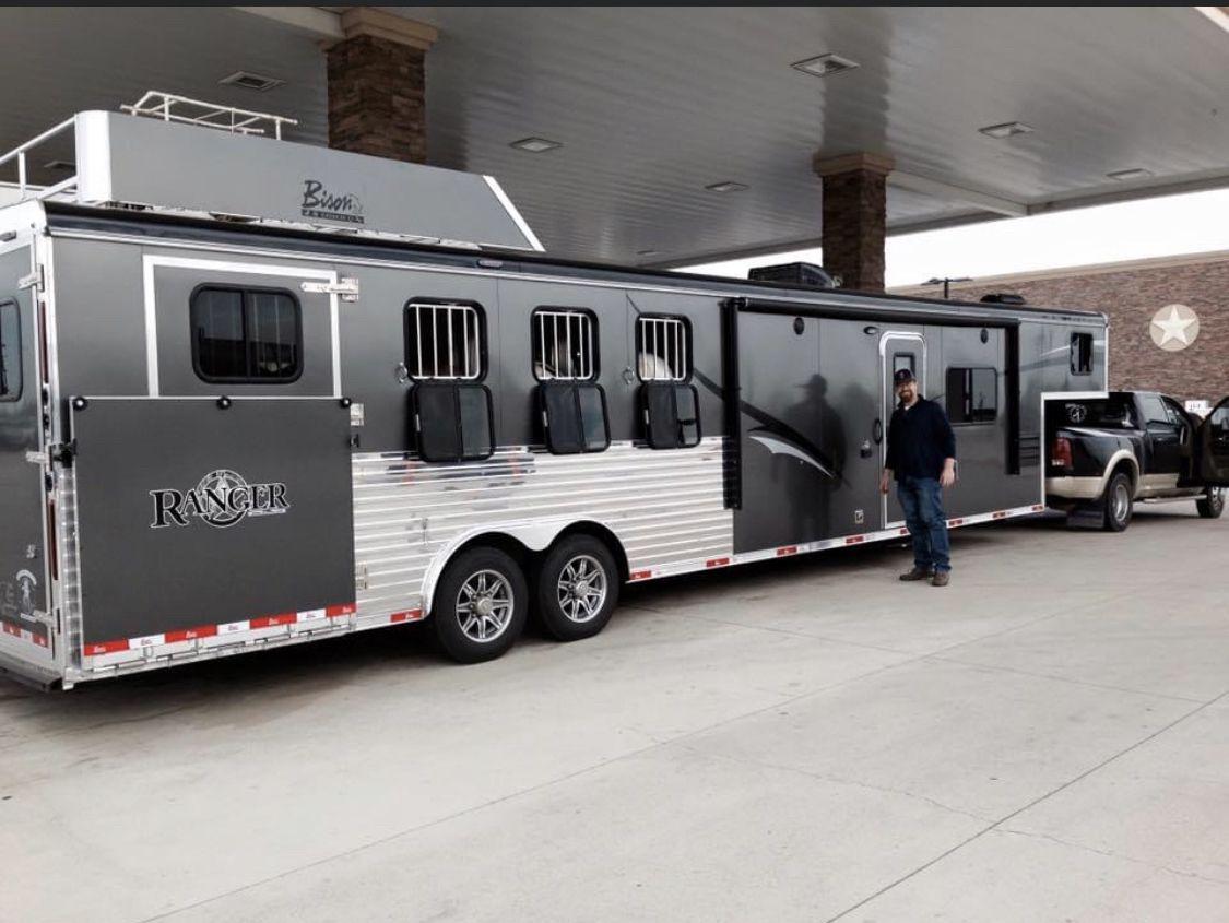 Pin By Coronel Azamor On Big Rig Trucks In 2020 Horse Trailer Organization Horse Trailer Living Quarters Big Rig Trucks