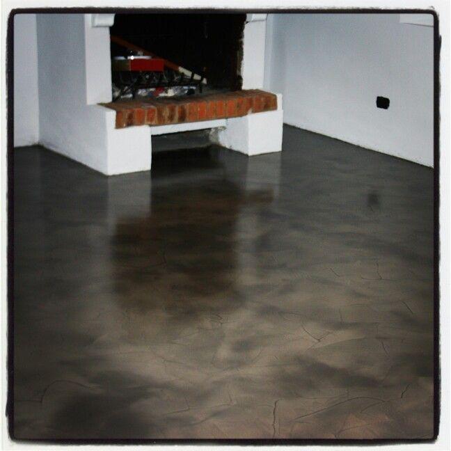 pavimento in resina basso spessore spatolato color tortora
