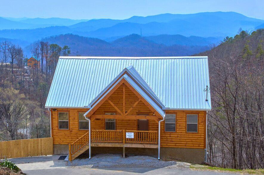 Find A Large Cabin Rental In Gatlinburg Pigeon Forge Tn Cabin Cabin Rentals Smoky Mountain Cabin Rentals
