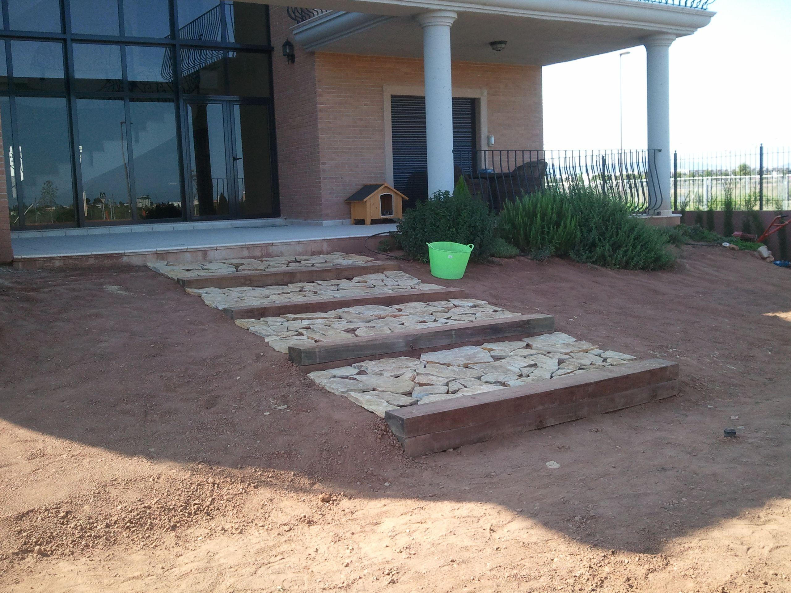 Fase 2 escalera de piedra jardines lessolaes http - Escaleras para jardin ...