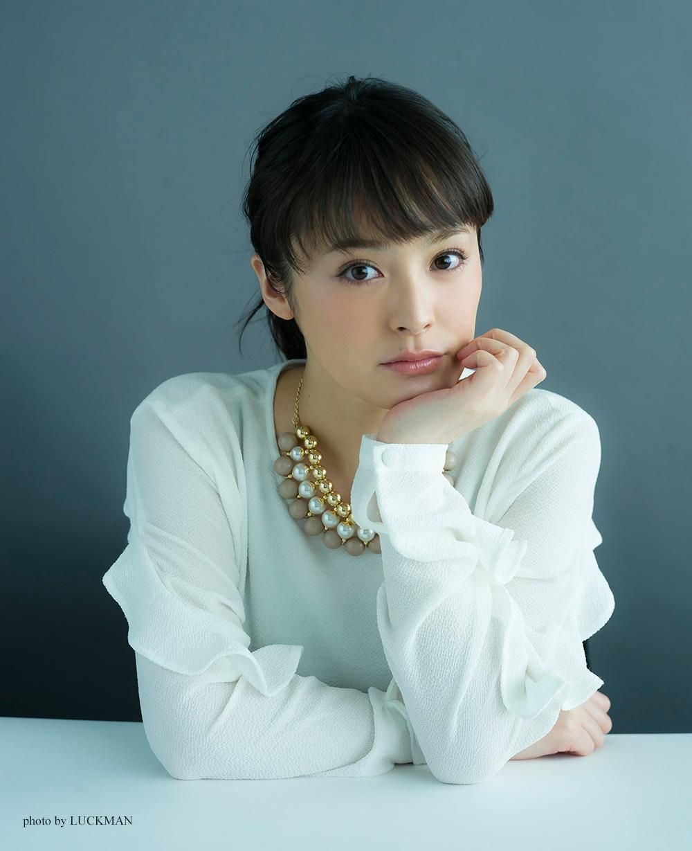 Profile | SHIHORI KANJIYA -貫地谷しほりオフィシャルサイト-