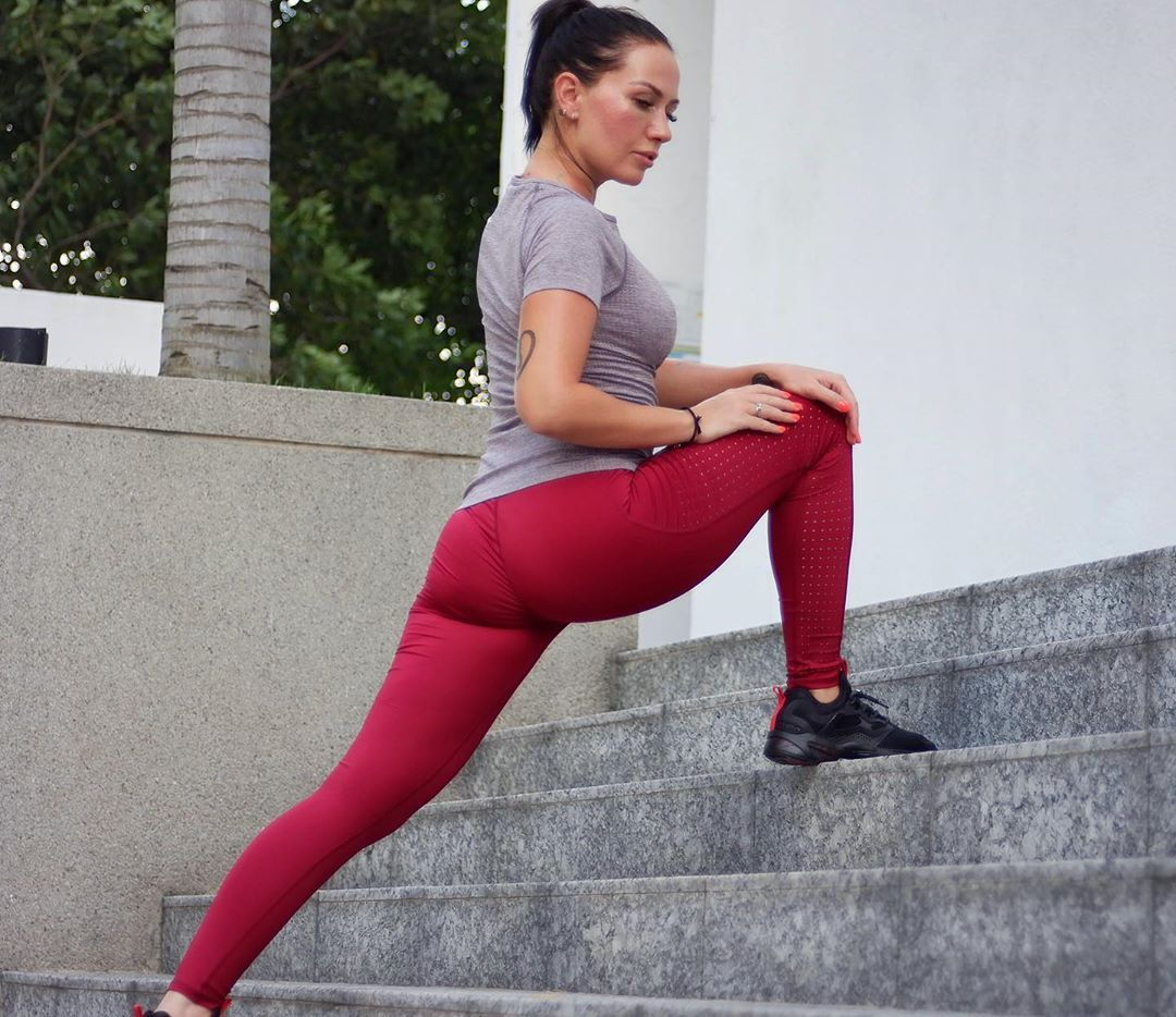 Lets burn those cals! Mars Violet tshirt with Aurora legging —  Shop www.falconfly.co // tap @falcon...