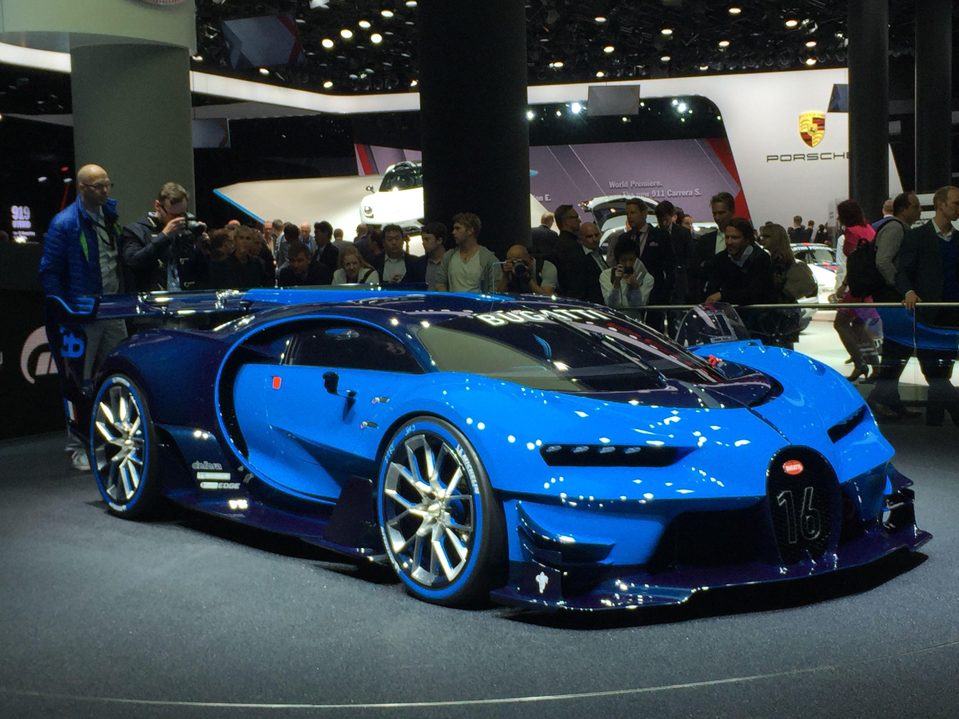 Bugatti Chiron Showcased At Geneva Motors Show Car N Bike Bugatti Chiron Bugatti Bugatti Cars
