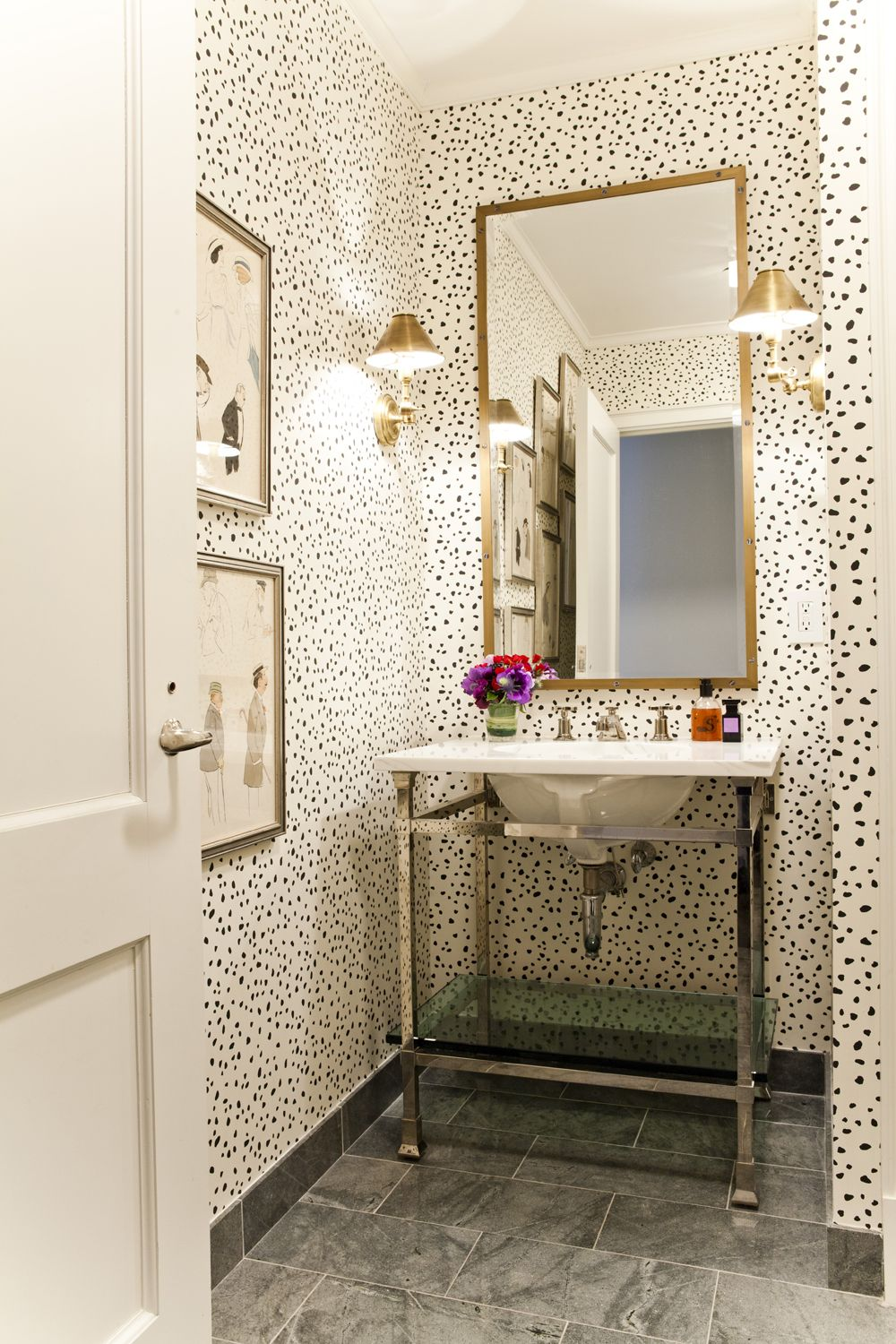 Step Inside This Cheery New York Home | Powder room ...