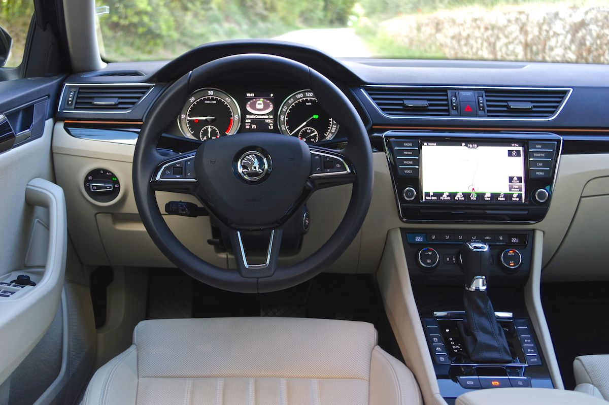 Skoda Superb 2 0 Tdi Dsg 4x4 Laurin Klement 2015 Eric Lund Photo Taken In Italy 2015 Skoda Superb Skoda Automotive Interior