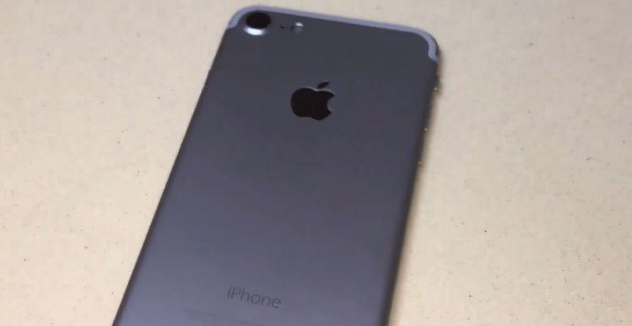 Neuer Name? iPhone 7 oder iPhone 6SE? - https://apfeleimer.de/2016/07/neuer-name-iphone-7-oder-iphone-6se - Die Jungs von apfelpage berichten unter Berufung auf chinesische Zulieferer, dass das neue iPhone nicht unter dem Namen iPhone 7 auf den Markt kommt, sondern auf den Namen iPhone 6SE hören soll. Dieses Gerücht wird angeblich von Zuliefererinfos bestätigt, die ebenfalls Zubehör unter der Nam...