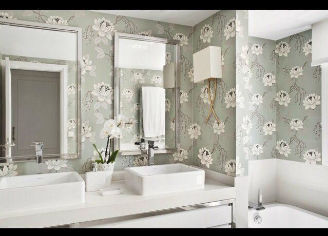 Baño con papel pintado   Muebles de lavabo, Chalet ...