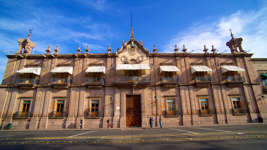 Capital del estado de #Michoacán y una ciudad inolvidable! Te esperamos pronto! #SéBienvenidoAquí #FelizMartes!