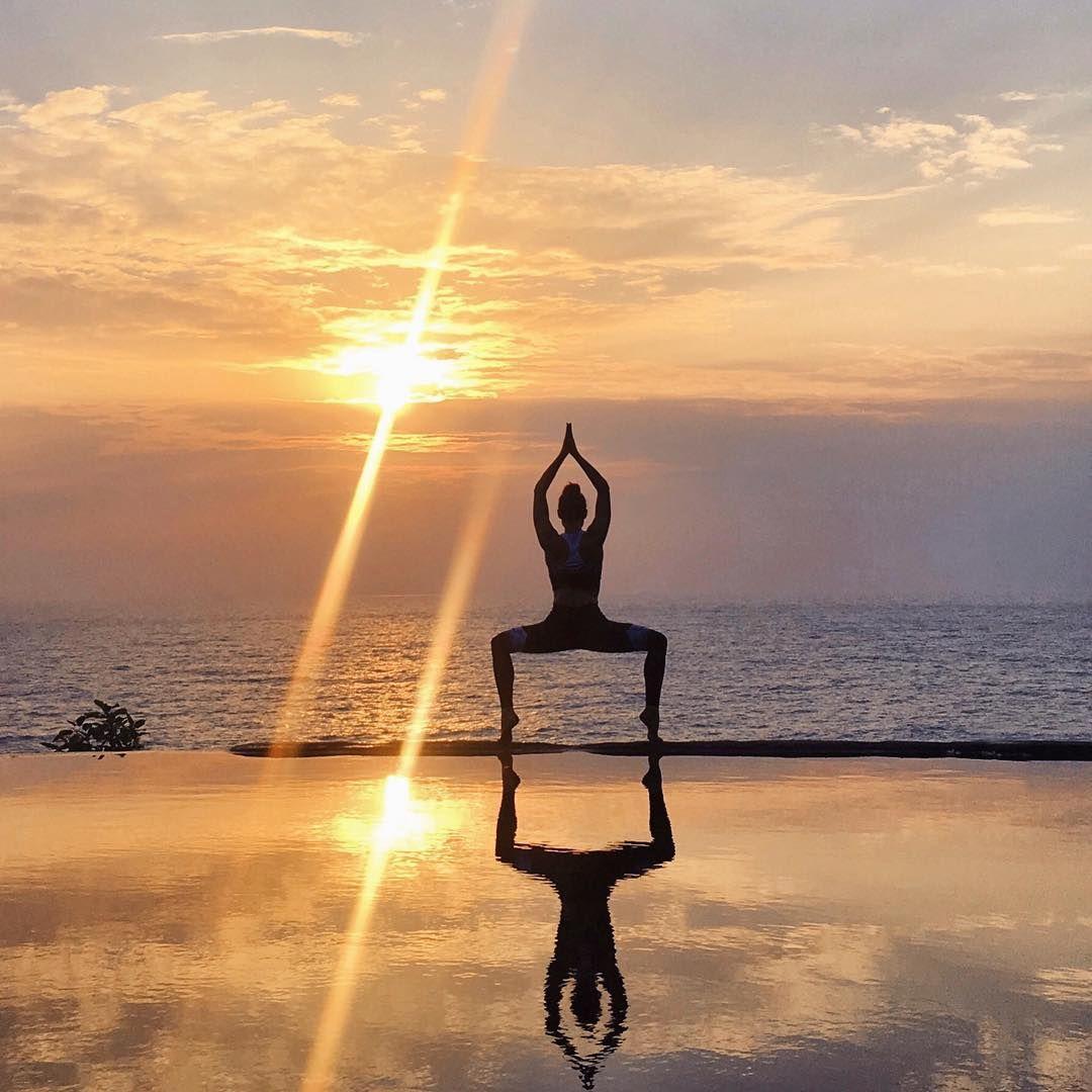 @riva_g_ doing some sunset yoga ☀️ #aloyoga #beagoddess