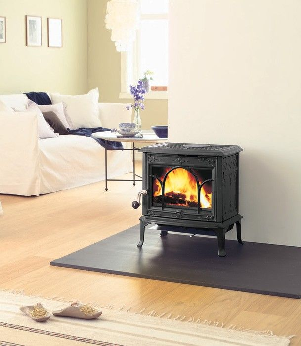 The Engineers At Jotul Have Produced An Innovative Clean Burn Woodstove That Surpasses The Rest Based Freestanding Fireplace Wood Stove Wood Stove Fireplace