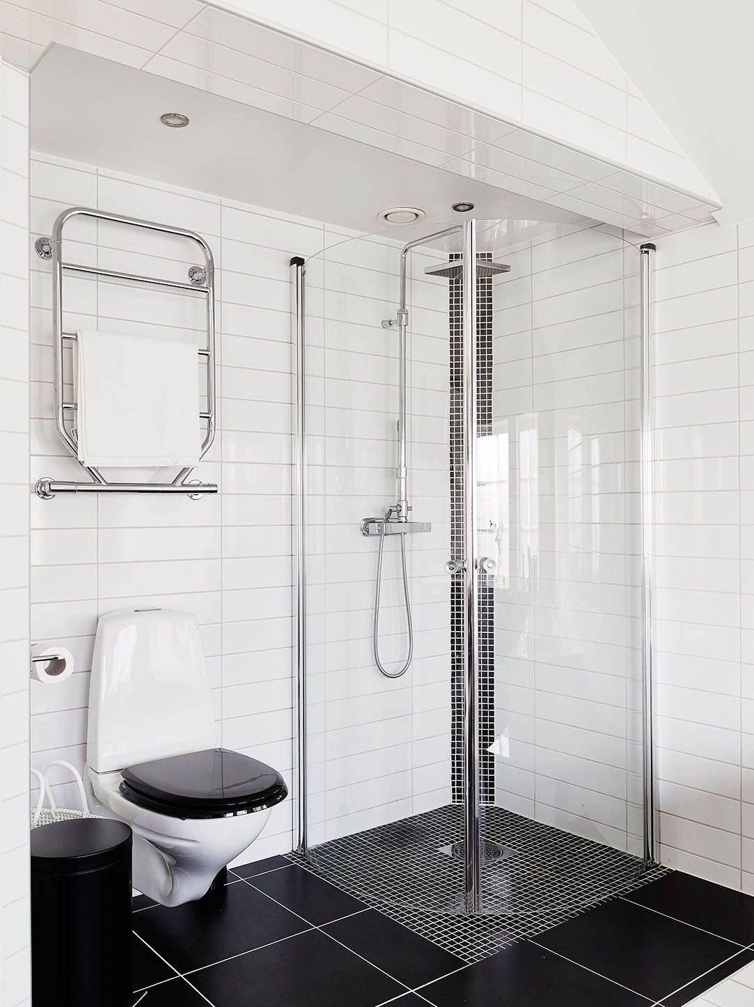 Hotel resorts standing fiberglass shower heated towel rail black hotel resorts standing fiberglass shower heated towel rail black seat toilet large black floor tile white ceramic wall ceiling spotlight large roll toilet dailygadgetfo Choice Image