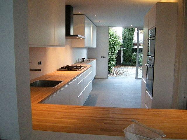 Ikea keuken, hoekopstelling, l vorm, houten blad met strakke witte ...
