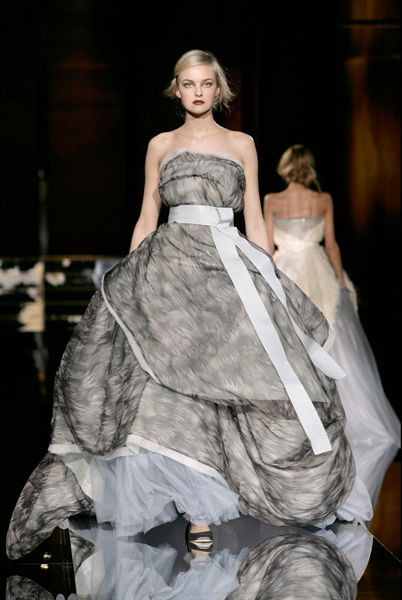 Ball gown wedding dresses by dolce and gabbana for Dolce gabbana wedding dress