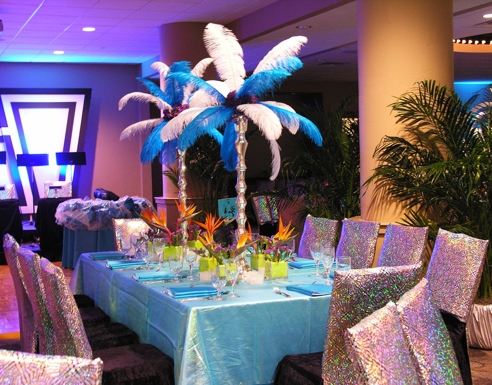 Brazilian carnival theme party blue feathers sparkle for Festival decoration ideas