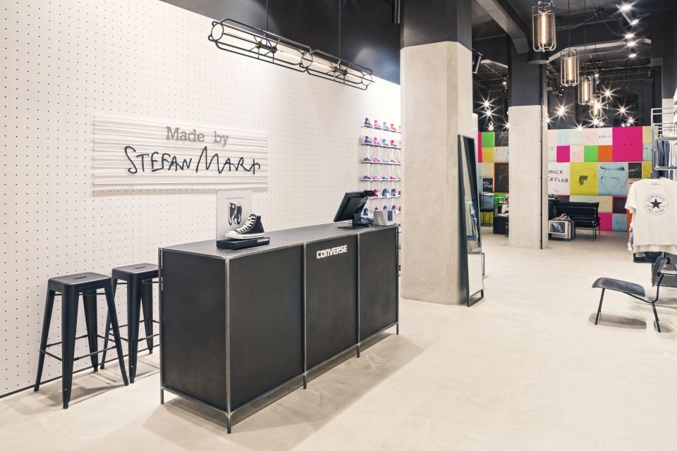 Converse store in berlin wiederer ffnet retail furniture for Berlin furniture stores
