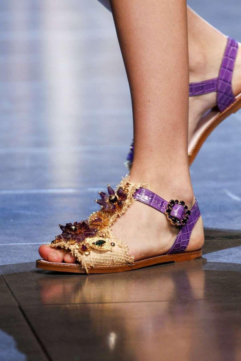 ef3439345cd68 Collezione scarpe Dolce e Gabbana Primavera-Estate 2016 - Sandali bicolor