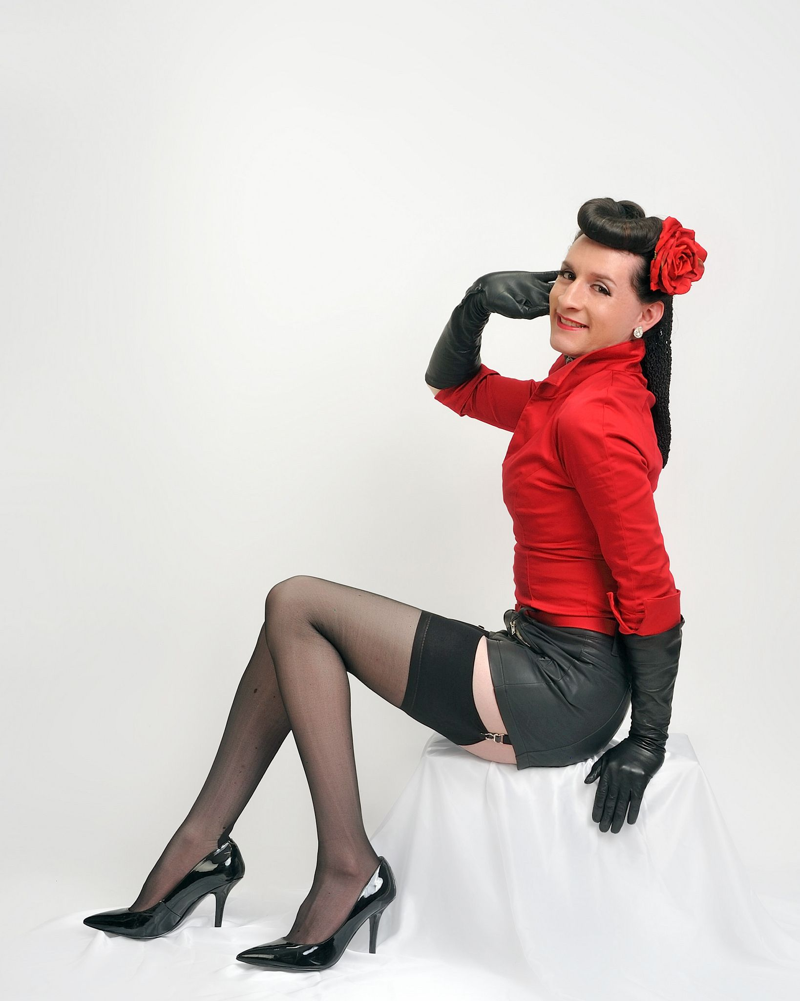 https://flic.kr/p/qZNSok | Pinup Modeling | It's nice to get some official studio time in. Dressed in all vintage haute couture. ;)
