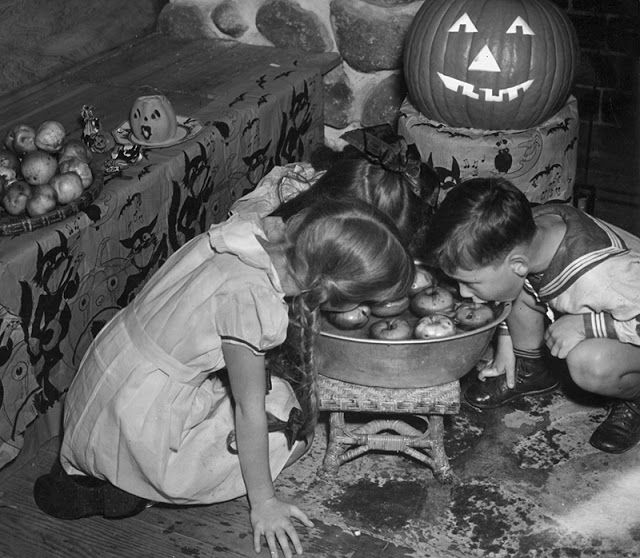 Vintage Everyday See How Kids Used To Celebrate Halloween From The