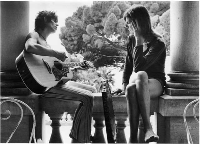 KEITH AND ANITA PALLENBERG IN EXILE IN FRANCE 1971