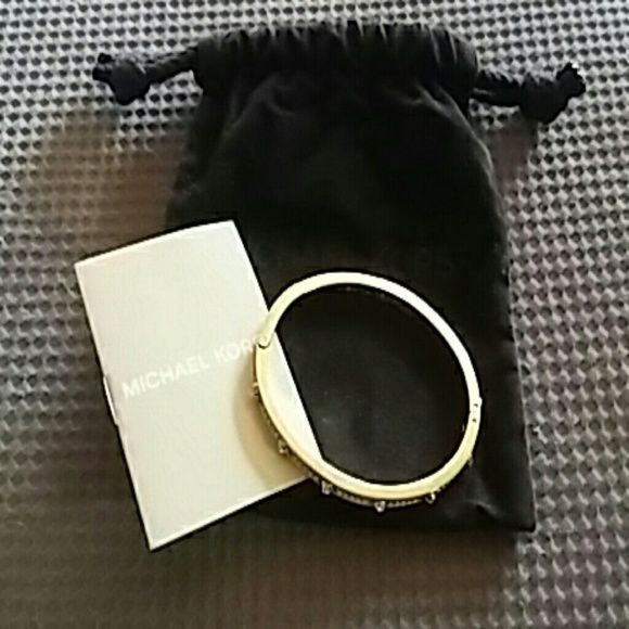 Michael Kors Bracelete Michael Kors Bracelete Gold  Trade value is is going to be higher ! Michael Kors Jewelry Bracelets